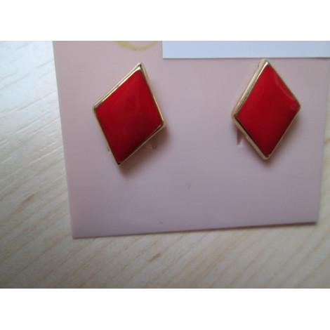 Ohrstecker rot in goldenes Metall eingefasst